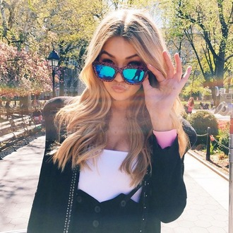 sunglasses gigi hadid mirror shades maybelline photoshoot new york city style fashion accessories