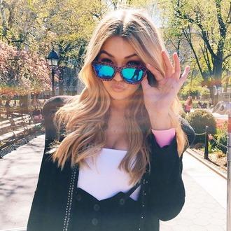 sunglasses gigi hadid mirror shades maybelline photoshoot new york city style fashion accessories