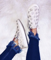 shoes,sneakers,stars,white,metallic,shiny,slip on shoes,silver stars,zip up sneakers