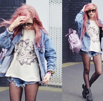 sunglasses hair pink shorts blackshoes jeans glasses hipster swag nail polish t-shirt pastel hair pink hair