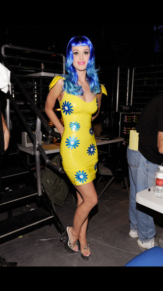 katy perry yellow dress blue flowers