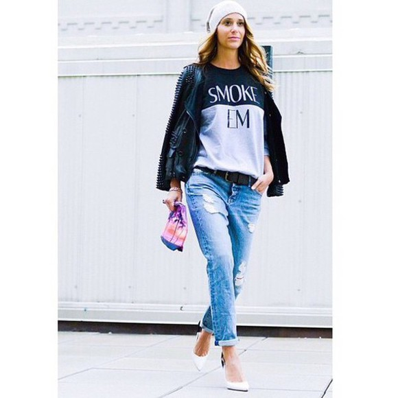 baggy pants ripped jeans t-shirt sweater white pumps