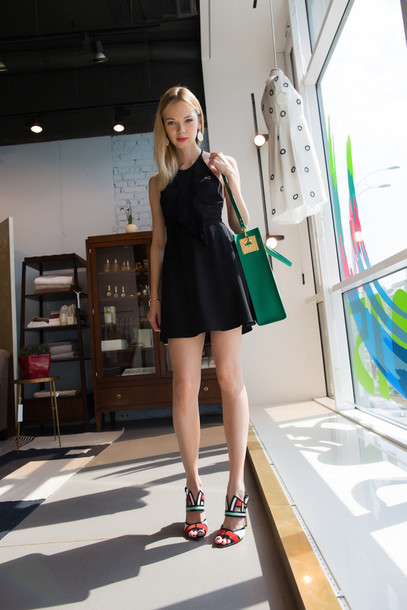 anastasiia masiutkina blogger mini dress black dress mules green bag shoes