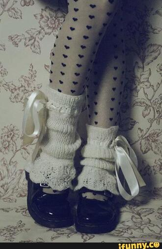 socks frilly socks baby girl ribbons bows cute pretty heart heart stockings stockings white ruffled socks shoe covers