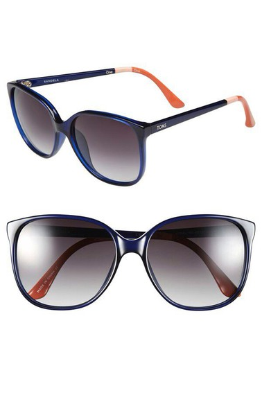 toms blue sunglasses trendy sandlas fashion look classy