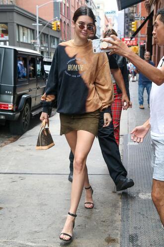 sweater sweatshirt mini skirt sandals kendall jenner kardashians model off-duty streetstyle
