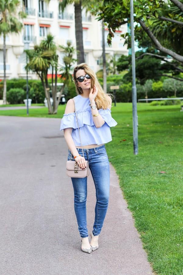 caroline louis pardonmyobsession blogger shoes off the shoulder blue top skinny jeans nude bag mini bag
