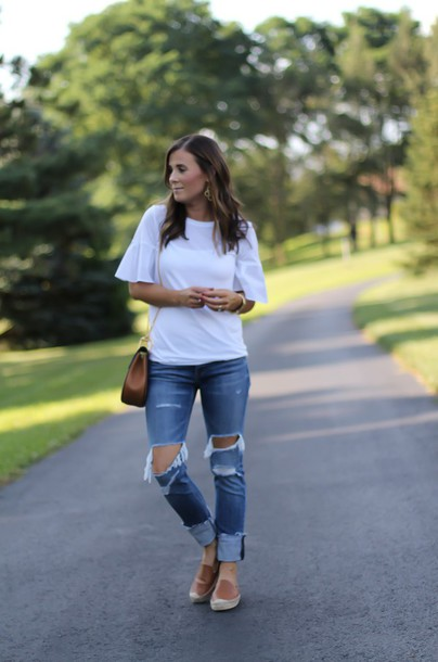 the northeast girl blogger blouse shorts jewels shoes sunglasses