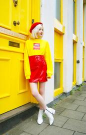 stella's wardrobe,blogger,t-shirt,skirt,shoes,beret,red skirt,yellow sweater,ankle boots,spring outfits