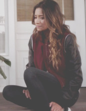 jacket,pretty little liars,emily fields,emily from pretty little liars,jeans,spencer hastings,aria montgomery,hanna marin