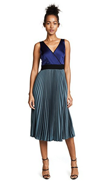 Diane Von Furstenberg dress wrap dress pleated sleeveless v neck