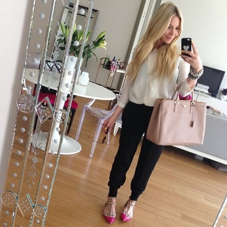 blouse bag white shoes pants black beige blogger sheer nude carott pants hrh collection inspiration beach pants harem pants sweatpants celine pink shoes