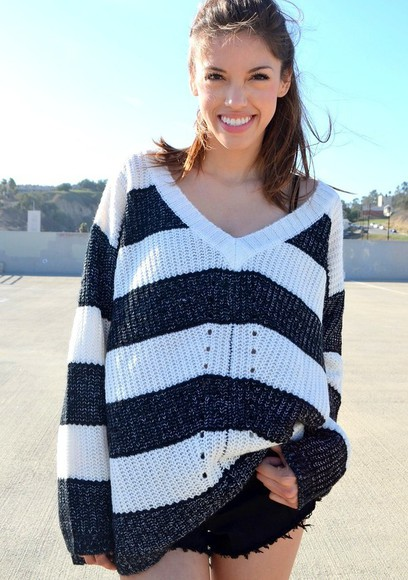 sweater oversized sweater stripes v-neck v-neck sweater loose sweater black and white striped sweater black and white sweater black and white striped