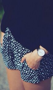 shorts,black and white,cute,pinterest,skirt,sweater,jewels,watch,black,pattern,monochrome,floaty,classic,print,printedshorts
