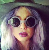 sunglasses,kelly osbourne,round sunglasses,floppy hat,hairstyles,pastel hair