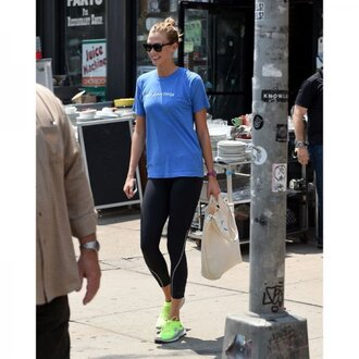 leggings karlie kloss workout leggings black leggings running shoes blue blue top bag sunglasses celebrity style celebrity gym clothes sportswear