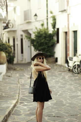 fringe and frange blogger dress shoes jewels hat open back black dress mini dress brown mini bag shoulder bag open back dresses backless backless dress black bag straw hat summer dress summer outfits