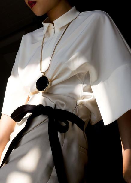 la vagabond dame blogger jewels shirt shorts