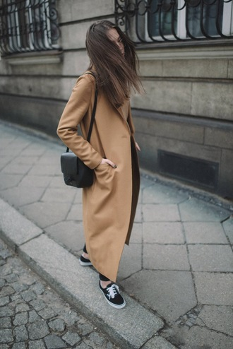 jestem kasia blogger coat sweater shoes jewels belt bag long coat beige coat shoulder bag sneakers spring outfits