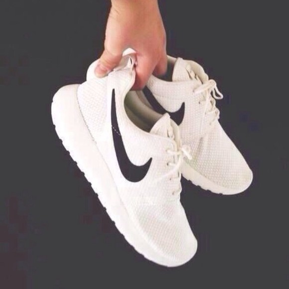 black and white b&w shoes nike roshe run