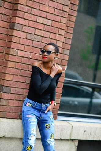 skinny hipster blogger make-up sunglasses jewels top jeans shoes