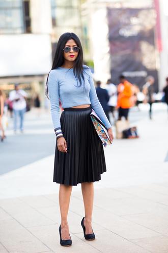 walk in wonderland blogger top skirt shoes bag jewels