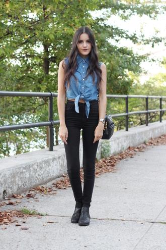 dress like jess blogger denim shirt sleeveless tie-front top black jeans