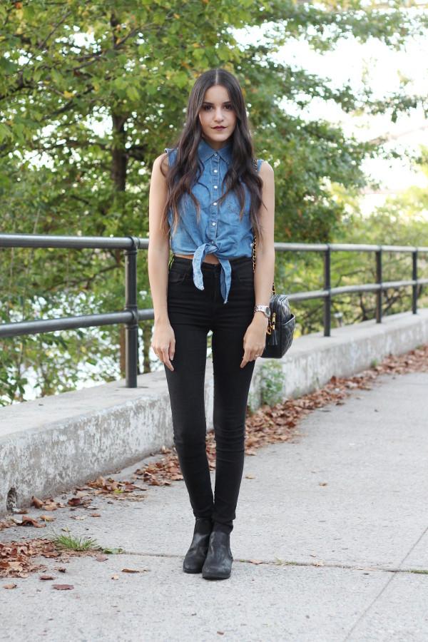 515a6af0f871 dress like jess blogger denim shirt sleeveless tie-front top black jeans.