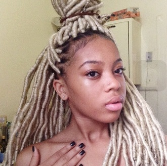 hairstyles hair accessories beauty black girl natural no makeup dreads dreadlocks faux locks natural hair