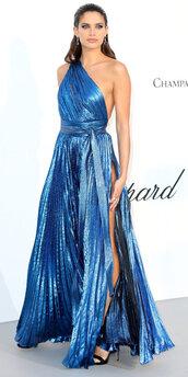 dress,gown,prom dress,metallic,sara sampaio,slit dress,sandals,sandal heels,one shoulder,asymmetrical,model,amfar