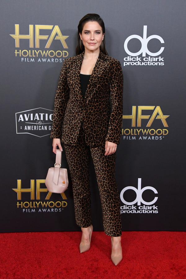 jacket celebrity red carpet sophia bush animal print leopard print suit