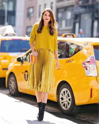 skirt all yellow outfit midi skirt pleated skirt sweater yellow sweater boots ankle boots streetstyle