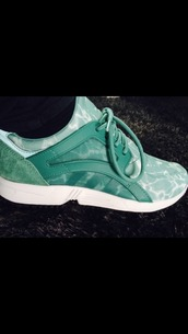 shoes,adidas,adidas shoes,adidas originals,green,mint,blue,turquoise,beautiful,love,need ,low top sneakers,sneakers,green sneakers