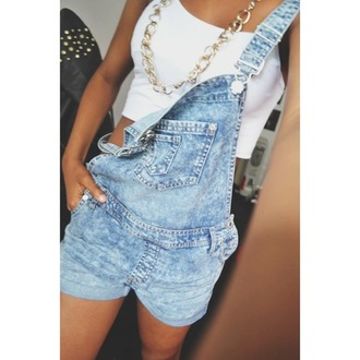 overalls skirt jewels jeans shirt chain gold tank top jumpsuit denim overalls short overalls blue overalls light blue denim denim shorts crop tops white crop tops white gold chain clothes t-shirt hair accessory shorts top necklace romper dungarees dress