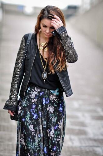 skirt black skirt maxi skirt floral pattern multicolor summer outfits jacket