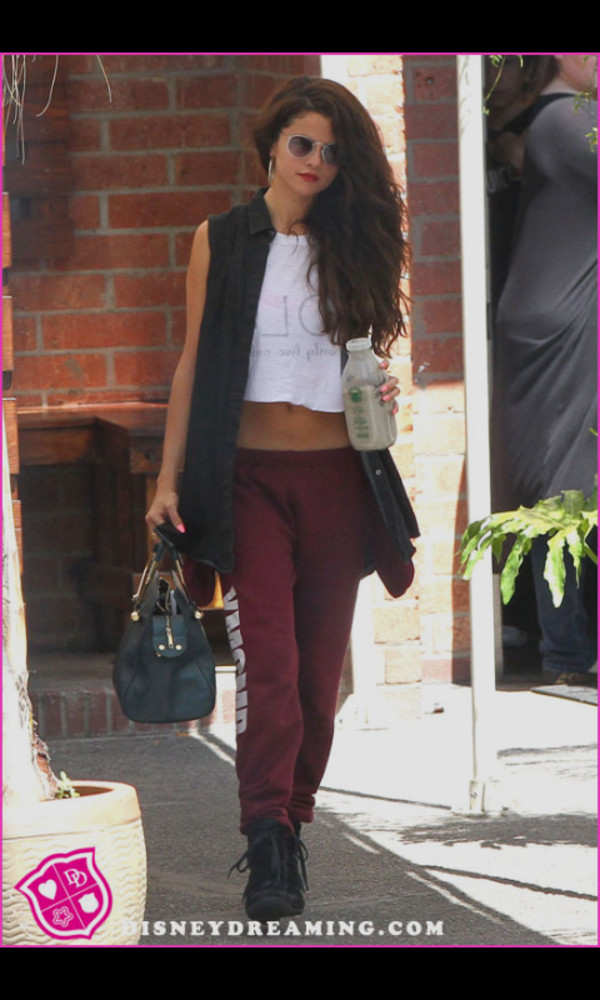 sweatpants outfit burgundy t-shirt fall outfits red lipstick cardigan dress pants
