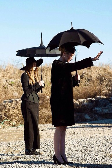 shoes black  high heels skirt shirt black black skirt black umbrella american horror story coven dope dope as f*** dope ish too dope mature soft grunge grunge urban mystic mystery cool hat jacket bag