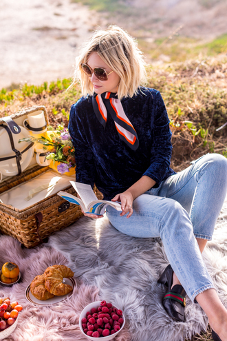 late afternoon blogger top jeans shoes sunglasses scarf