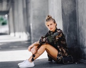 jacket,army green,camouflage,fashion,style,fall outfits,cool,long sleeves,tumblr outfit,na-kd,vintage camouflage jacket,camouflage military jacket,camo jacket,black bag,sneakers,white sneakers