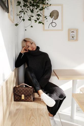the haute pursuit blogger sweater jewels pants shoes bag