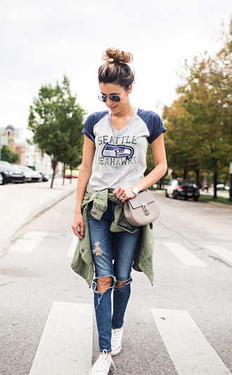 hello fashion blogger graphic tee ripped jeans
