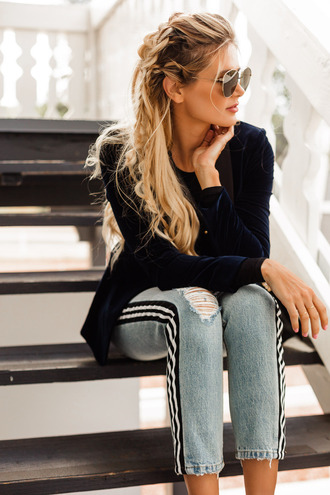 barefoot blonde blogger jacket top jeans jewels fall outfits blazer