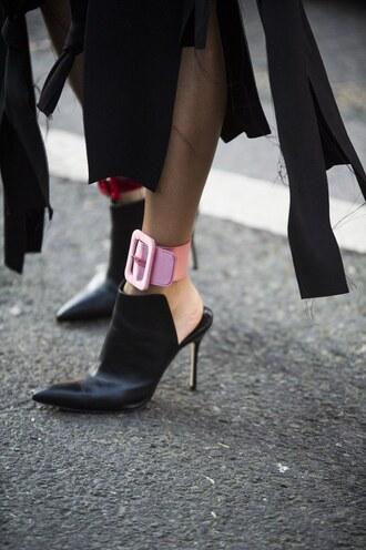 shoes london fashion week 2017 fashion week 2017 fashion week streetstyle black shoes high heels heels black heels mules