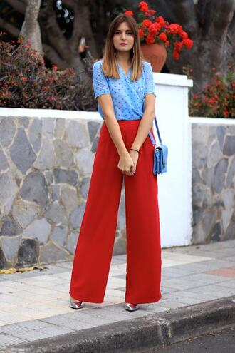 marilyn's closet blog blogger blouse pants shoes bag jewels blue bag blue top red pants spring outfits
