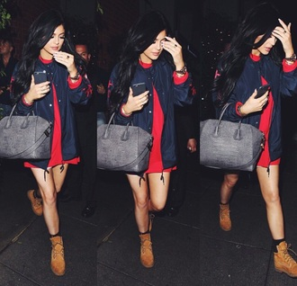 coat black jacket kylie jenner navy red dress blouse jacket bag bomber jacket shoes shirt timberland timberland boots dress shirt handbag dress sweater blue instagram pants tomboy outfit itsmeez