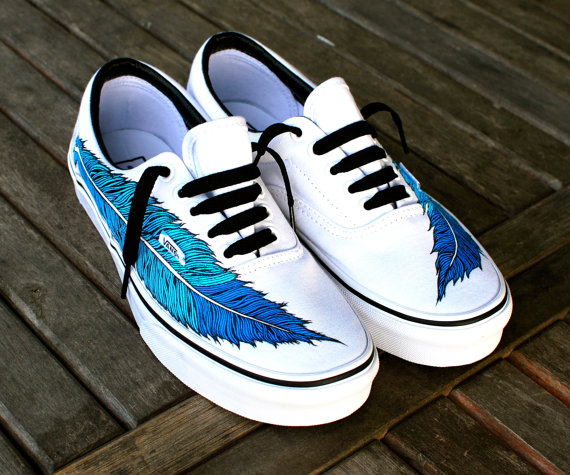 Hand Painted Eagle Feather on White Vans Era  door BStreetShoes