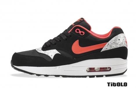 Nike Wmns Air Max 1 QQH 631366-006 631366 006 Black/Laser Crimson-White Titolo