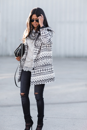 walk in wonderland blogger coat bag ripped jeans aztec