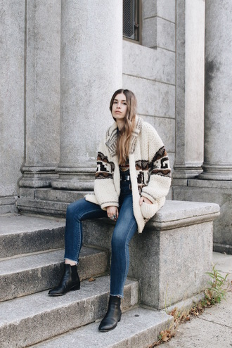 orchid grey blogger sweater t-shirt jewels shoes belt fall outfits cardigan oversized cardigan ankle boots chelsea boots printed cardigan