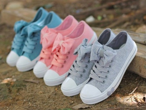 shoes pastel light colors pink blue grey gray girly vans converse bows vintage bag pink converse cute bows, trainers, canvas, grey, blue, pink bow shoes dark blue grey converse sneakers withhold bows navy grise rose pink
